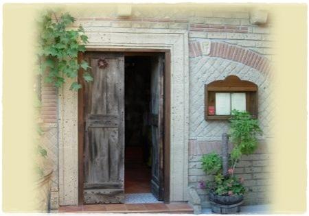 Pozzuoli, Abraxas. L'ingresso di una volta.